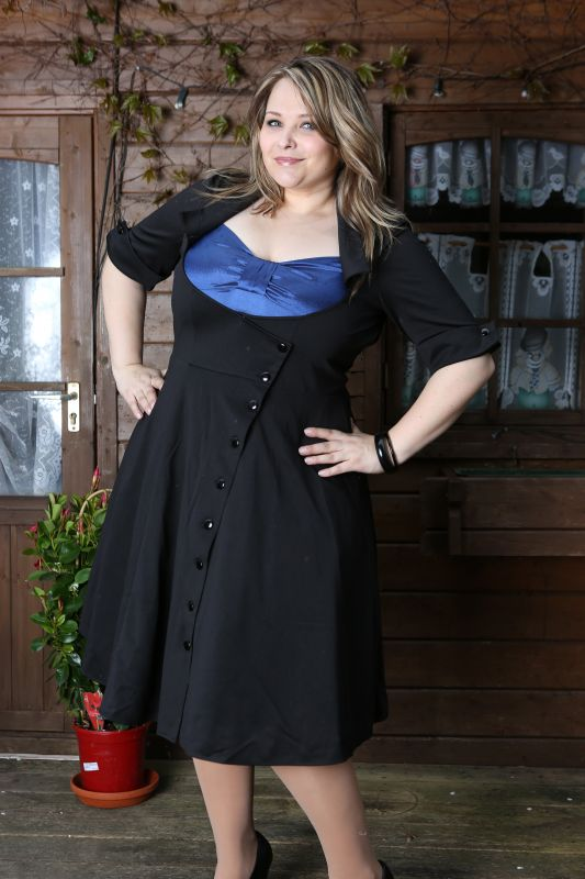 Kleider schwarz 46